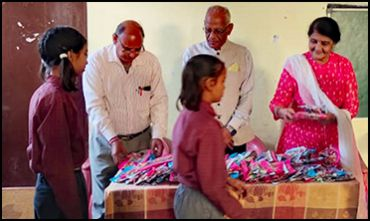 Lions-Club-Contribution-to-School-Children